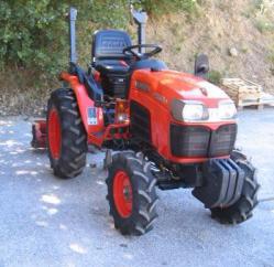 Tracteur KUBOTA 2530 avec broyeur à axe horizontal CARONI