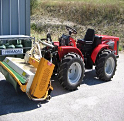 Tracteur CARRARO 4400 HST avec broyeur à axe horizontal CARROY